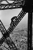 Le peintre de la Tour Eiffel #1, Paris, France, 1953
