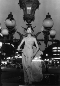 Mary on lampost, Place de l'Opéra, Paris 1957 (Vogue)